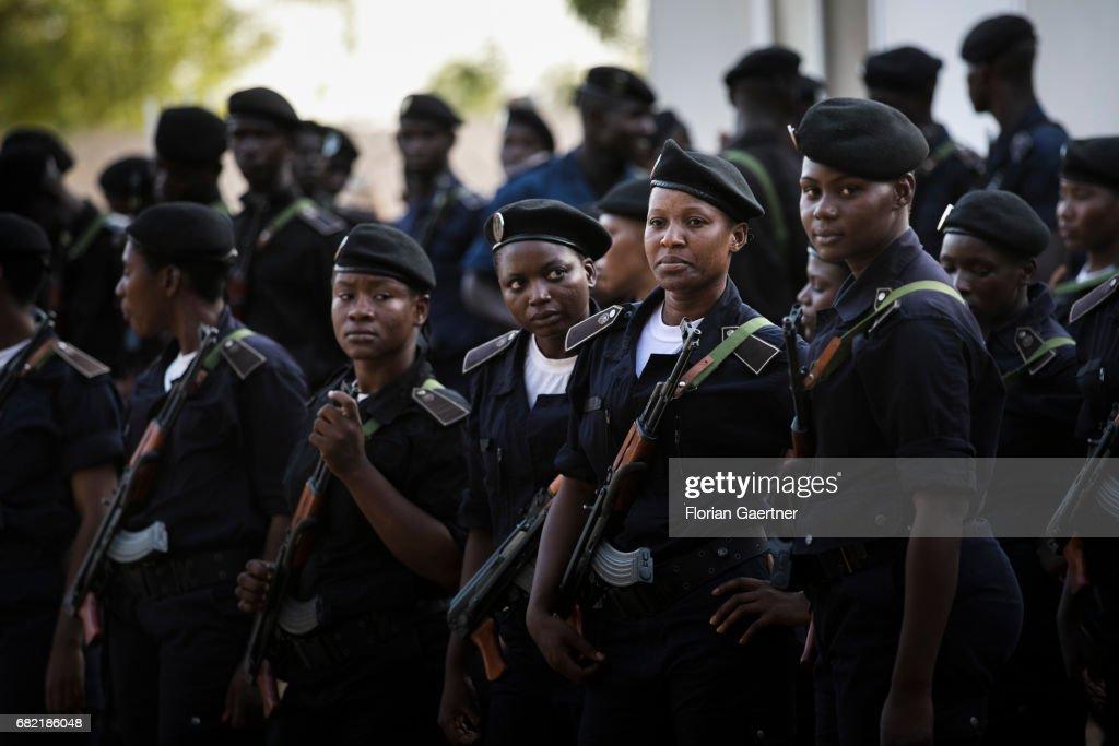Policewomen at a police school in Mali : News Photo