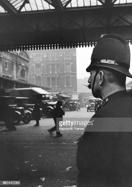 Policier dans le quartier de Smithfield à Londres en Angleterre au RoyaumeUni en 1936