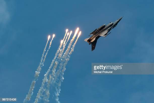 Polish AF F-16 and some flares 3