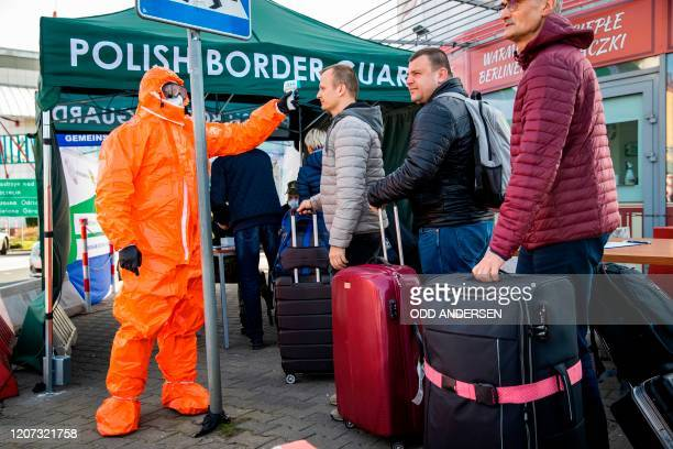 Polish health official check the temperature of returning Poles crossing the PolishGerman border from the eastern German town of Frankfurt to Slubice...