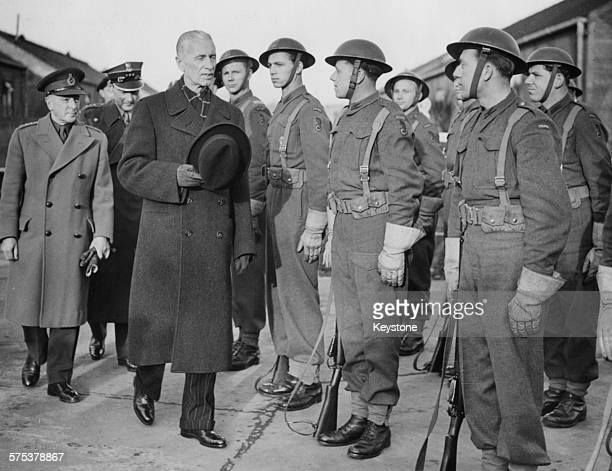 Polish President Wladyslaw Raczkiewicz inspecting a Guard of Honor of Polish gunners during the AA Battery gun site in London with AntiAircraft...