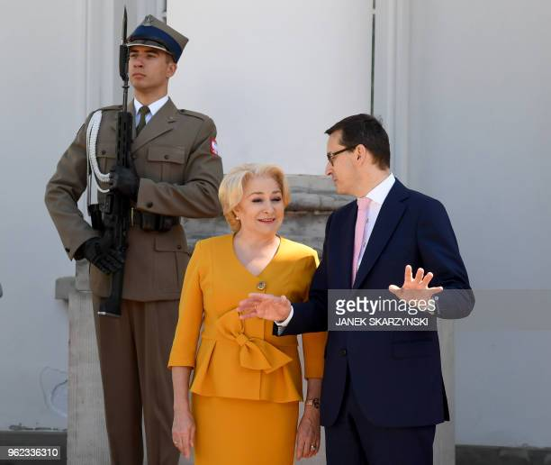 Polish Prime Minister Mateusz Morawiecki welcomes Romania's Prime Minister Viorica Dancila on May 25 2018 in Warsaw