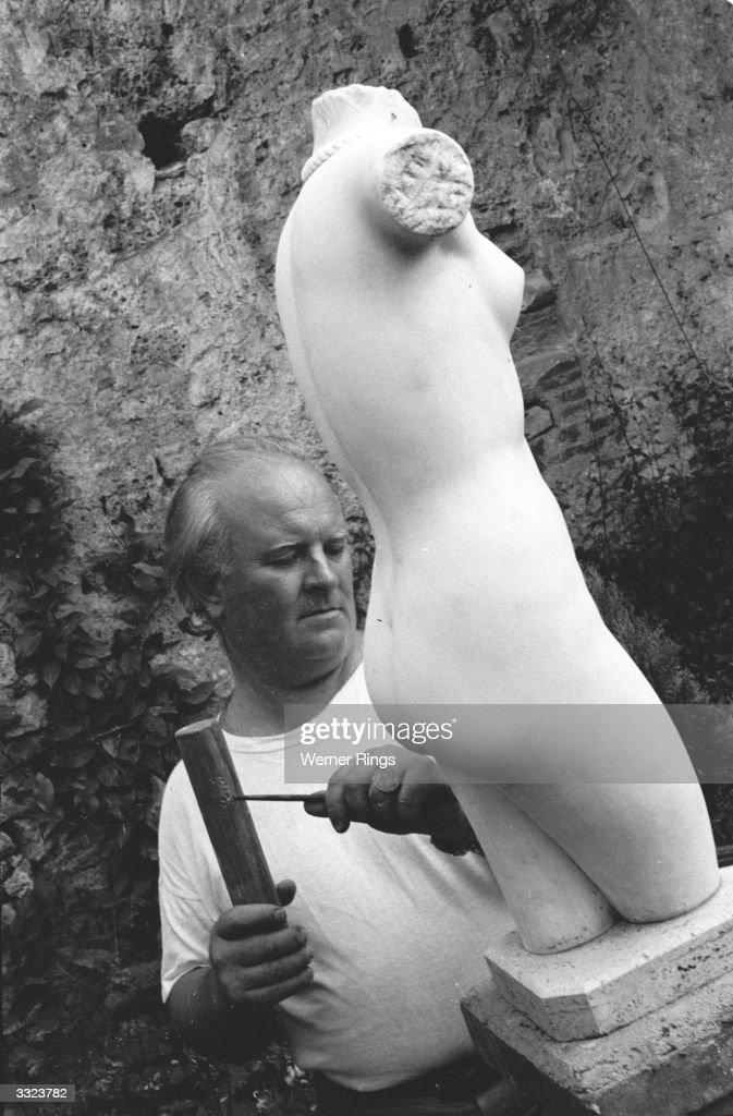 Sculptor Paszyn : News Photo
