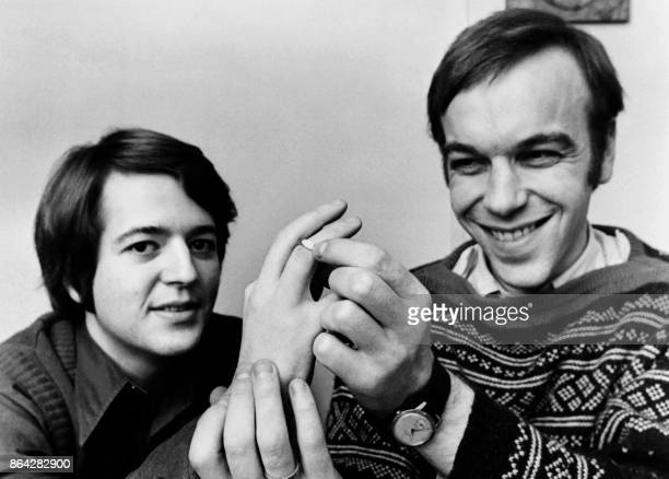 Polish Waldemar Lesiewicz and Nils Tankehansen announce their wedding the first gay marriage in Norway in January 1973 in Oslo / AFP PHOTO /