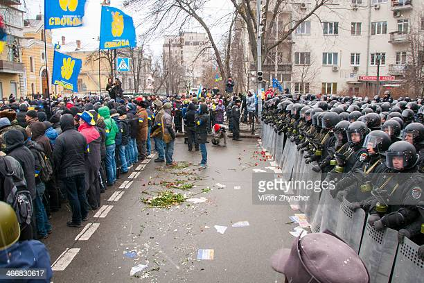 CONTENT] Political confrontation between nation in opposition and State power on Bankova st in Kiev at Dec 8 2013 There're 2 different cordons police...