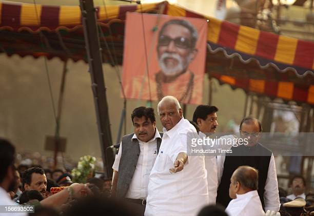 Political leaders Nitin Gadkari Sharad Pawar and Prithvi Raj Chavan pay their last tribute to Bal Thakeray near Shena Bahvan Dadar West on November...