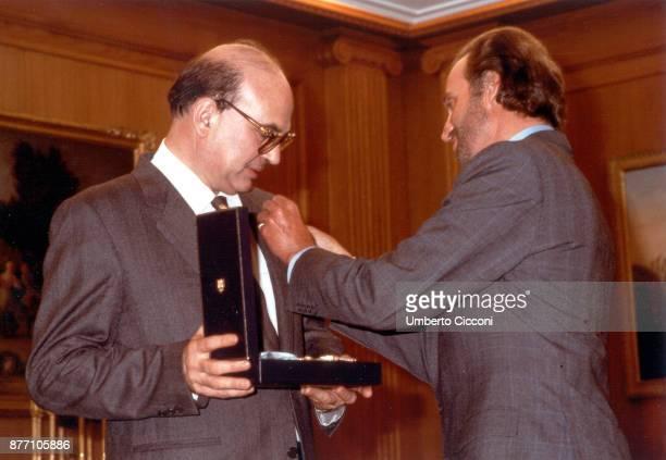 Politician Bettino Craxi receives a honour from Juan Carlos I of Spain, Spain 1987.