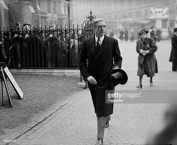 Politics 10th April 1945 Westminster Abbey London England British Foreign Secretary Anthony Eden arrives at the Cathedral for the memorial service of...
