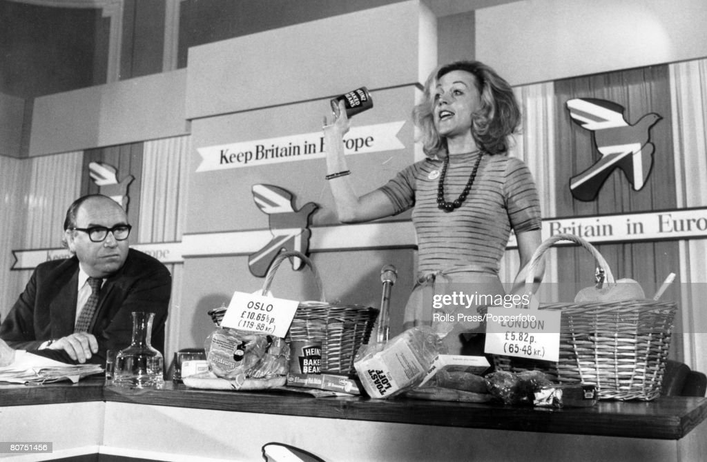 Politics, 29th May 1975, London, Pro-marketeers meeting, with housewife Vicki Crankshaw telling of the extra costs of staying out of Europe, while Labour Home Secretary Roy Jenkins, himself a pro-marketeer looks on, The Common Market referendum was due to be held on 5th June 1975