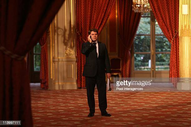 Politics attend a work session at the Elysee Palace In Paris France On October 29 2007Sarkozy's director of medias relations Franck Louvrier attends...