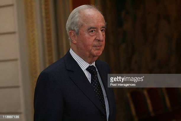 Politics attend a work session at the Elysee Palace In Paris France On October 29 2007Former economy minister Edouard Balladur holds a press...