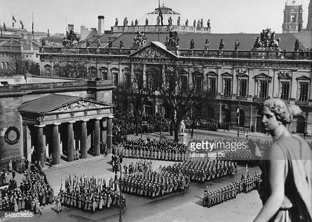 Politics 'Heldengedenktag' 1938marchpast of the Wehrmacht in front of Hermann Goering at memorial 'Unter den Linden' in Berlin in the background the...