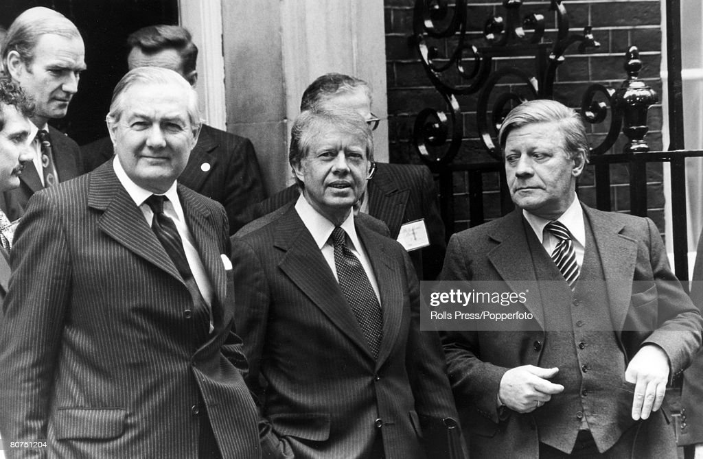 Politics, London, England, 1977, British Prime Minister James Callaghan (left ) with American President Jimmy Carter and West German Chancellor Helmut Schmidt on the steps of 10 Downing Street at the end of the Four Power meeting
