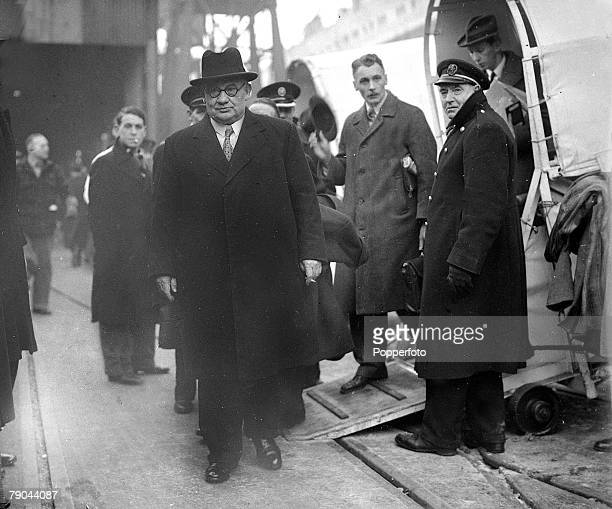 circa 1942 British Labour politician Arthur Greenwood is pictured arriving home by ship He was Minister without Portfolio in the War Cabinet 19401942...