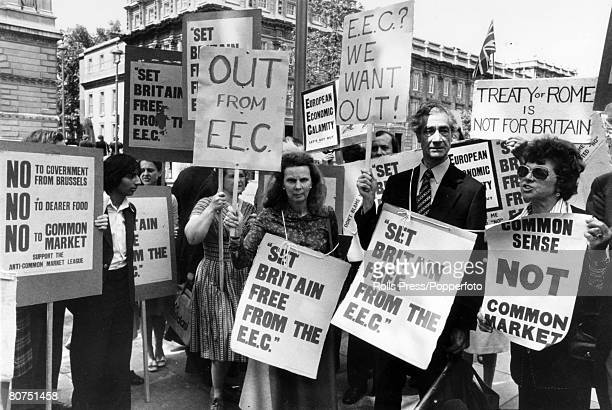 Politics May 1975 London Antimarketeers out in force with placards prior to the British Common Market Referendum vote on 5th June 1975