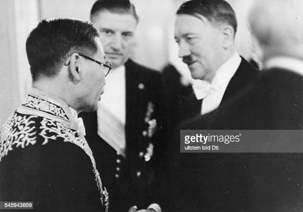 Politics: New Year reception of the 'Reichsregierung' at the 'Reichspraesidentenpalais' Presidential Palace in Berlin: Adolf Hitler in conversation...