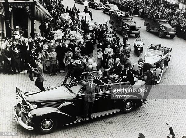 1946 Fulton Missouri USA Winston Churchill and President Harry STruman in an open car as the motorcade passes through the town It was at Fulton that...