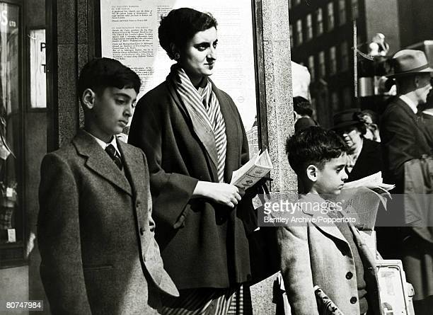 May 1953 London England Mrs Indira Gandhi with her sons Rajiv 8 years and Santaya 6 years while sightseeing in the city