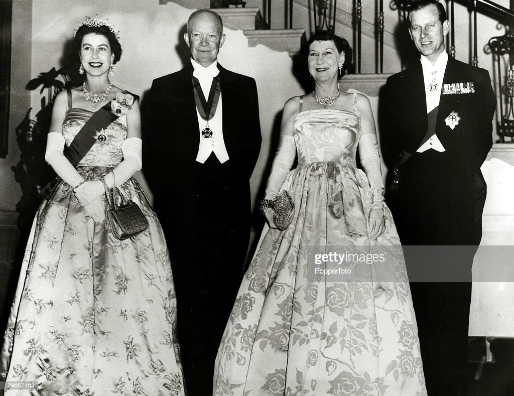 Politics, Personalities, USA, pic: 17th October 1957, President Dwight D, Eisenhower and Mamie Eisenhower, centre, with HM,Queen Elizabeth and Prince Philip before a state dinner in the White House, Washington D,C, Dwight D,Eisenhower (1890-1969) became t : News Photo
