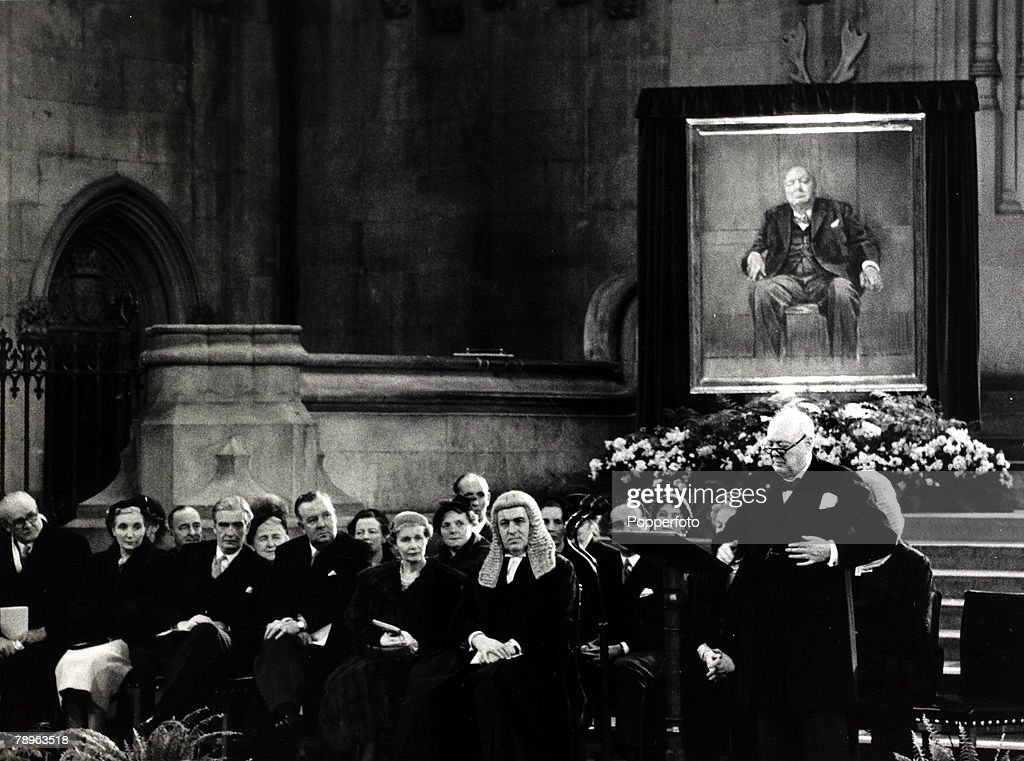 Politics. pic: 30th November 1954. Sir Winston Churchill makes a speech of thanks to M.P.'s after being presented with a portrait of himself the painting by artist Graham Sutherland.This was a gift from M.P.'s on his 80th birthday presented to the war-tim : News Photo