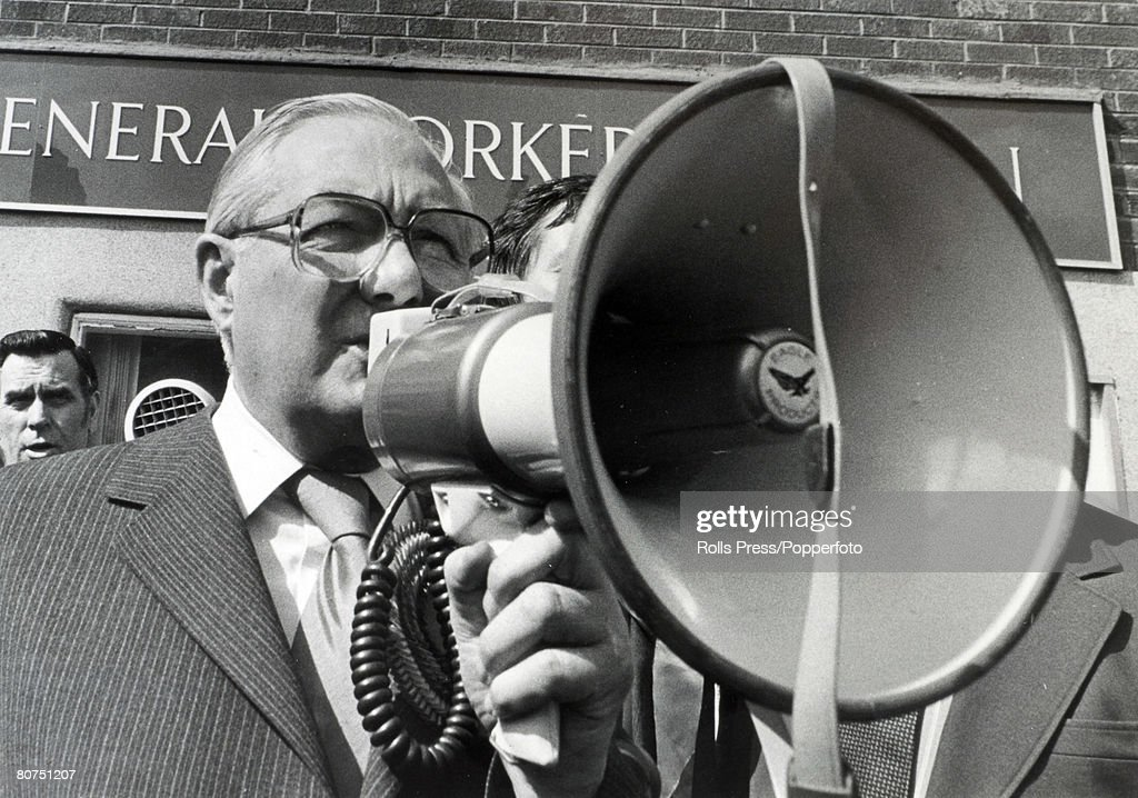 Politics, Tanworth, England, 1979, British Prime Minister James Callaghan usiung a loud speaker ( megaphone ) addresses a crowd of people during his General Election tour of Northern England