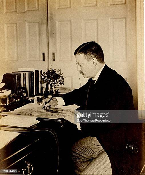 Politics, Theodore Roosevelt, , U,S,President 1901-1909, President Roosevelt pictured at his desk in the White House, Washington D,C