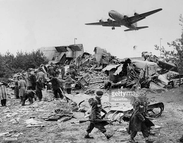 Politics War and Conflict Transport pic March 1949 Berlin An American C54 airlift aircraft flying into Berlin is above the wreckage of a York...