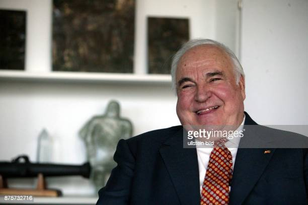 Politiker, CDU; D Altbundeskanzler Porträt in seinem Büro in Berlin -