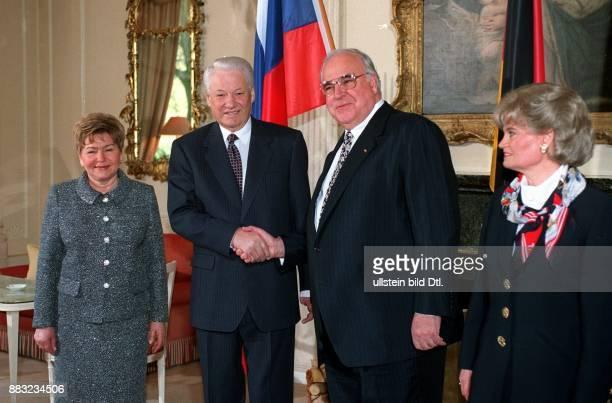 Politiker CDU D Bundeskanzler begrüßt den russischen Präsidenten daneben Hannelore Kohl und Naina Jelzin