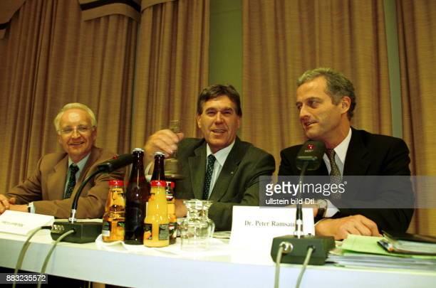 Politiker CSU D Ministerpräsident von Bayern mit Peter Ramsauer und Michael Glos anlässlich einer Pressekonferenz zur 24 Klausurtagung der CSU in...