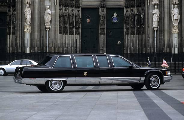 Bill Clinton - die Limousine des Präsidenten vor dem Dom in Köln ...
