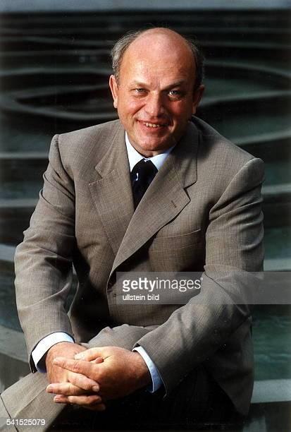 Politiker DStaatssekretär im Bundesministerium für Wirtschaft und TechnologiePorträt 2001