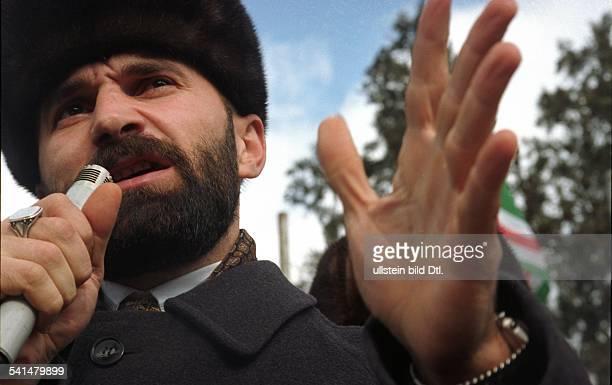 Politiker Militär TschetschenienPorträt bei einer Rede undatiert