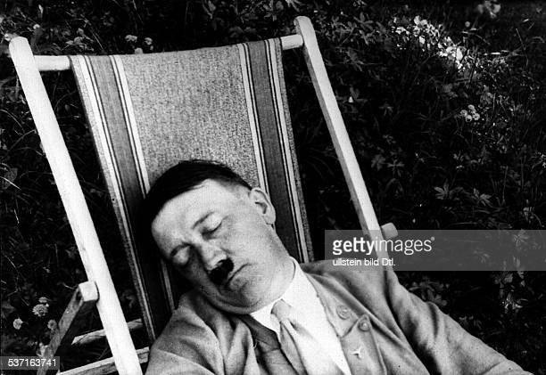 Politiker NSDAP D beim Mittagsschlaf im Liegestuhl in Bayern um 1930