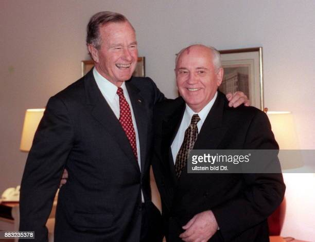 Politiker Russland Staatspräsident der UdSSR von 1990 mit George Bush ehemaliger Präsident der USA bei einem Empfang in Schloss Bellevue im Rahmen...