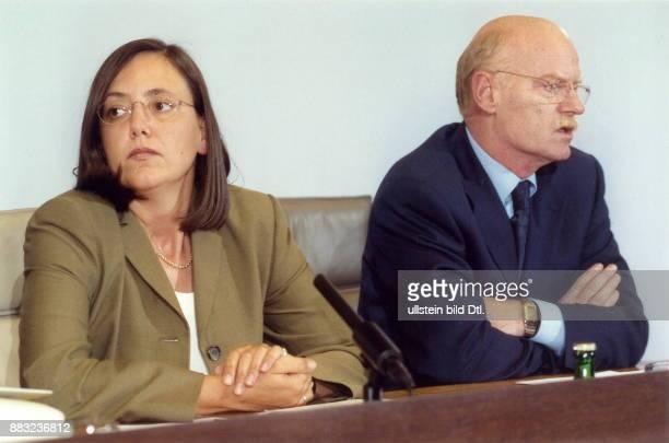 Politiker SPD D parlamentarischer Geschäftsführer der SPDBundestagsfraktion mit Kerstin Müller Sprecherin der Bundestagsfraktion von Bündnis 90 / Die...