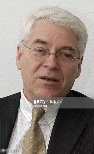 Politiker SPD DStaatssekretär für Wirtschaft in der Senatsverwaltung für Wirtschaft Arbeit und Frauen in BerlinPorträt
