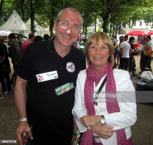 Politiker Volker Beck und Die Leiterin der Antidiskriminierungsstelle des Bundes Christine Lüders feiern auf der CSD Party am Brandenburger Tor in...