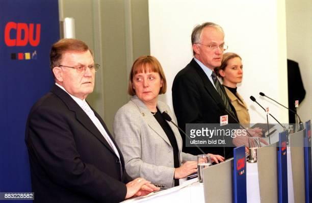 Politikerin CDU D Bundesvorsitzende der CDU Pressekonferenz im Anschluss an eine CDU Präsidiumssitzung in Berlin Erwin Teufel Ministerpräsident...
