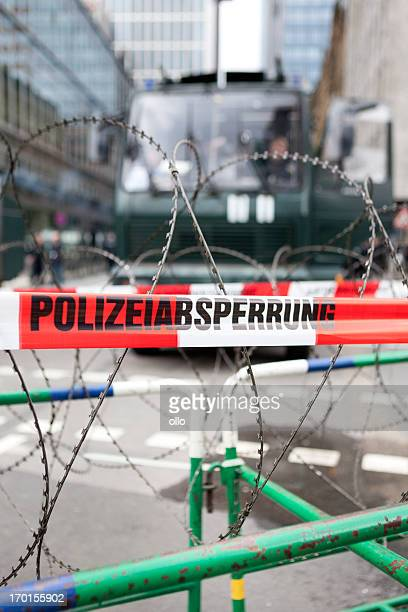 polizeiabsperrung, police line, barbed wire - cordon boundary stock pictures, royalty-free photos & images