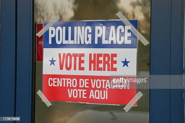 bureau de vote pour les votes jour - voter registration photos et images de collection