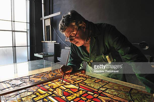 Polloni is a big, traditional, worldwide famous laboratory of restoration and realization of artistic stained glass