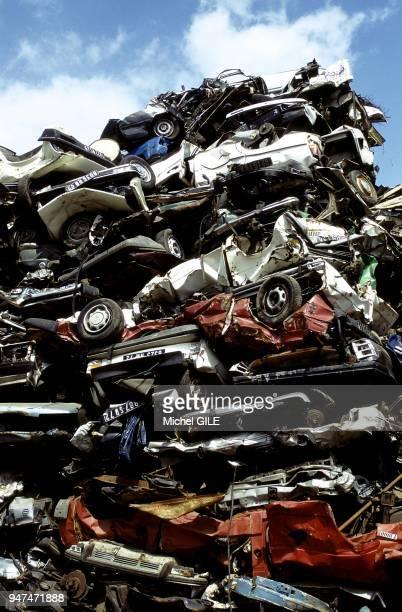 cars at the scrapyard Pollution voitures à la casse