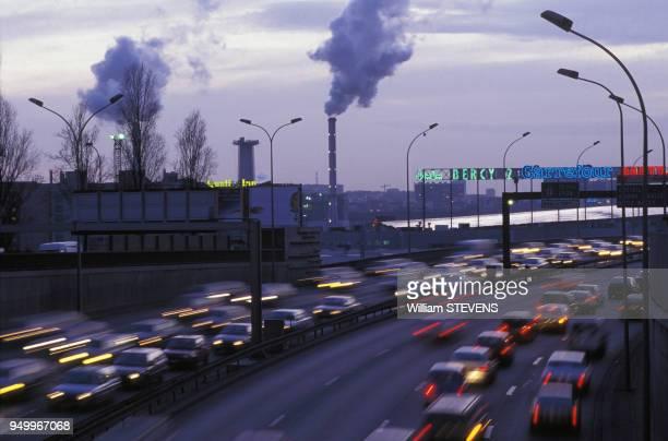 Pollution et Circulation sur le boulevard périphérique parisien en février 1996 France