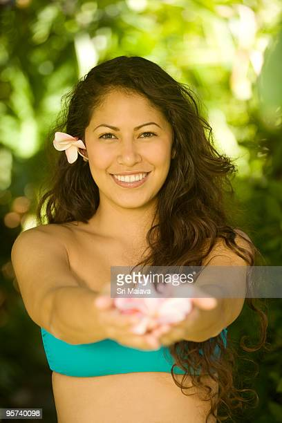 polynesian beauty - off shoulder stock pictures, royalty-free photos & images