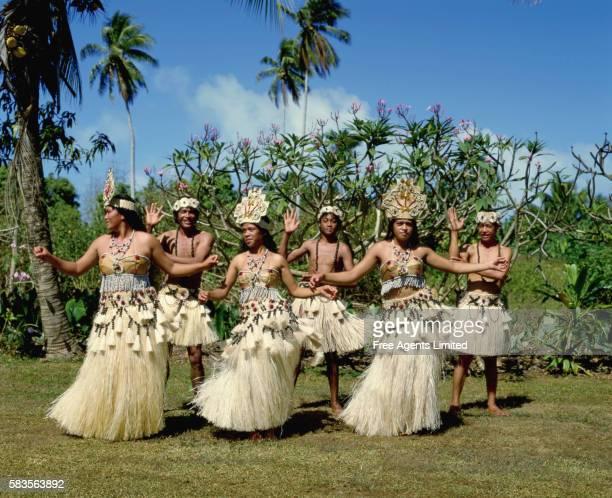 polynesian dancers - isole cook foto e immagini stock