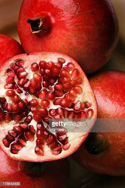 Granatapfel, eine gesunde frische tropische roten Früchten Pflanzensamen Nahaufnahme der Speisen