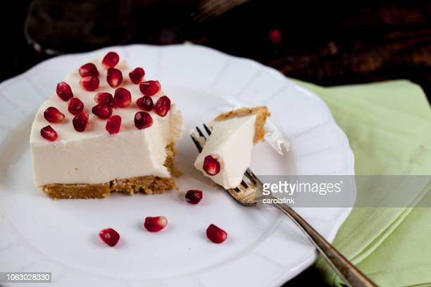 pomegranate cheesecake - carolafink stock pictures, royalty-free photos & images