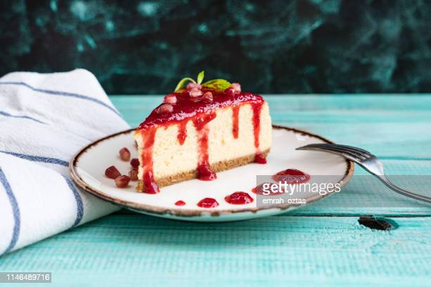 cheesecake al melograno - torta di ricotta foto e immagini stock