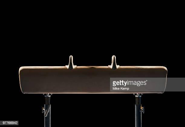 pommel horse - voltigeerpaard stockfoto's en -beelden